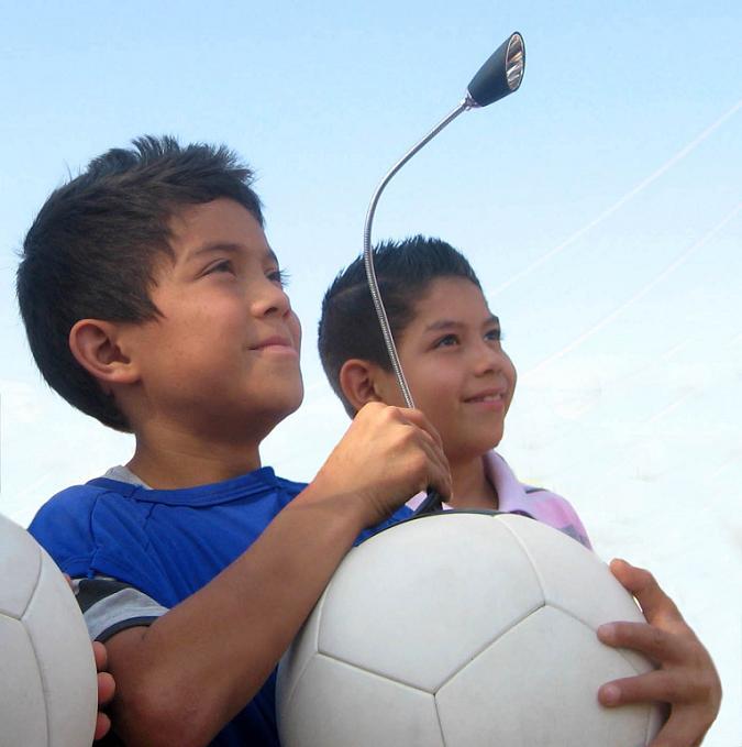 با توپ فوتبال برق تولید کنید !!