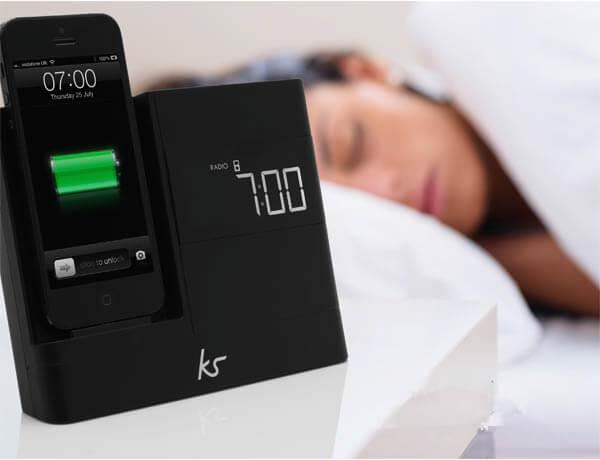 charging-smartphone-overnight